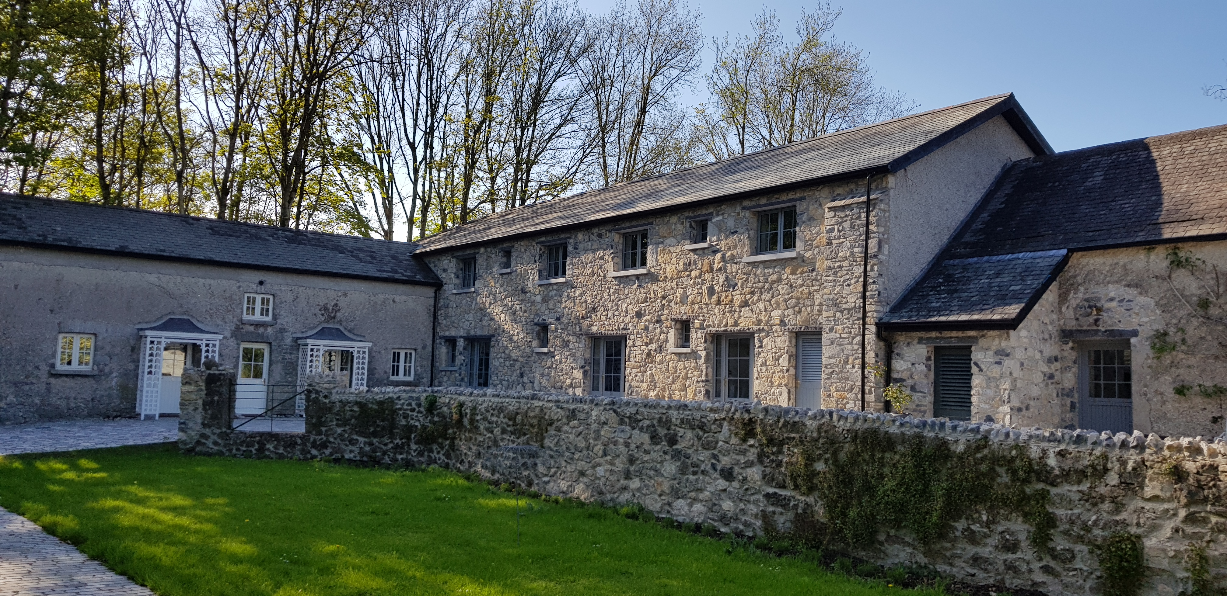 Coach House cobble stones accommodation Nenagh events